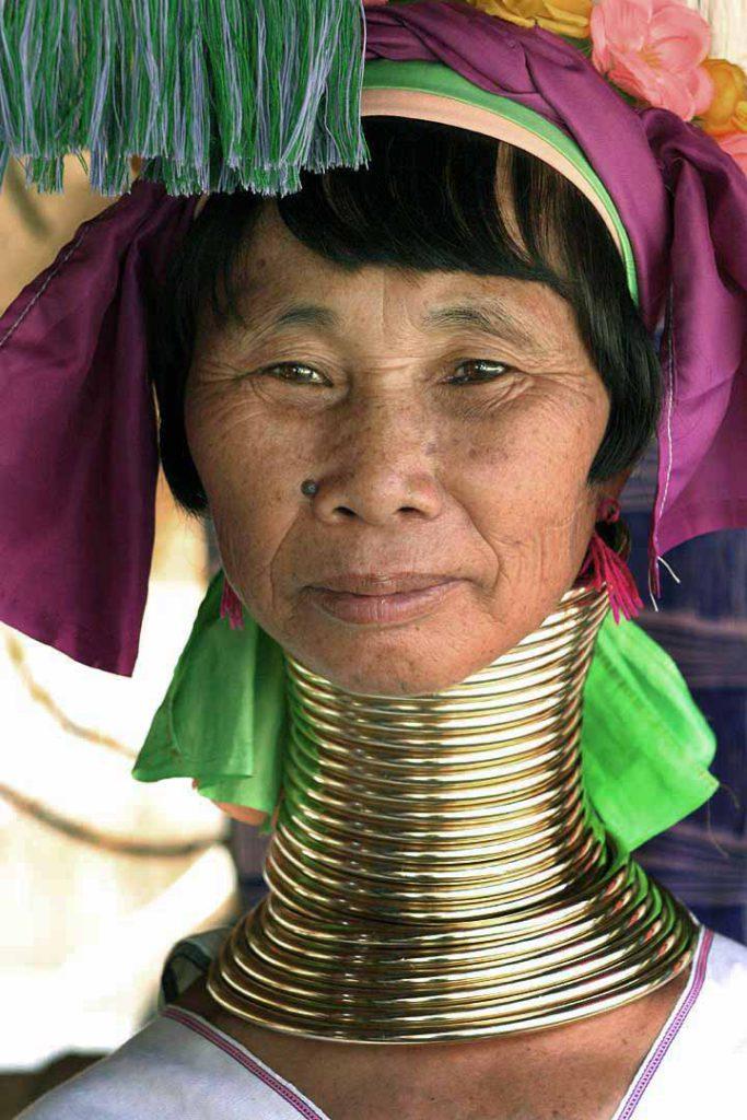 Женщина-жираф из народа падонги (падаунги).